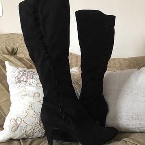 High heels black boots